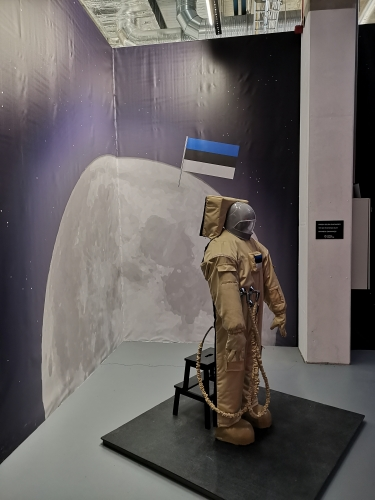 Estonians in the moon?